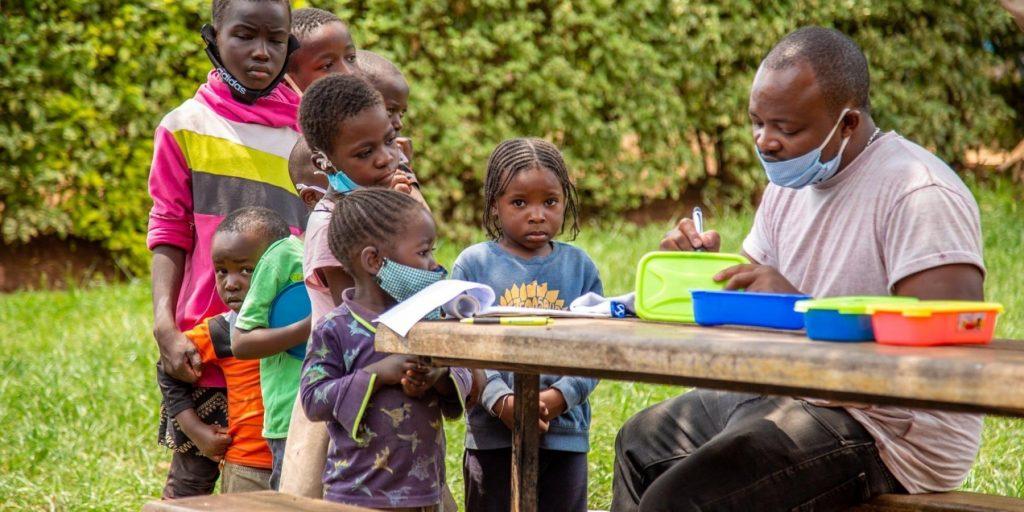 fadder til barna i slummen